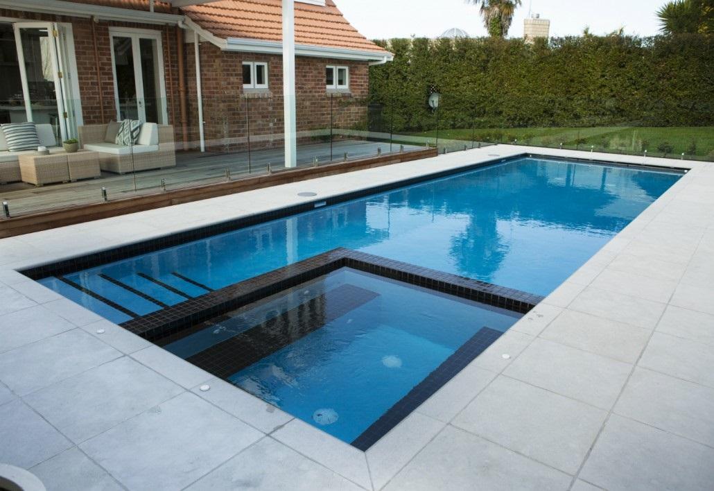 Piscinas ibericapool construcci n de piscinas de obra - Medidas de piscinas de casas ...