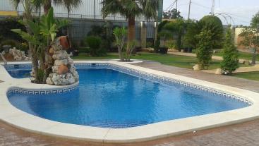 Piscinas ibericapool construcci n de piscinas en algeciras for Piscina algeciras